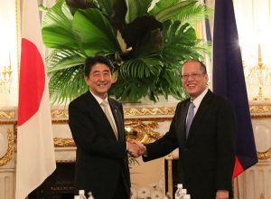 6月4日は何の日【安倍晋三首相】フィリピン・アキノ大統領と会談