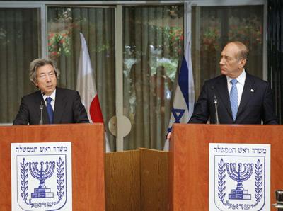 7月12日のできごと(何の日)【小泉純一郎首相】イスラエル首相と会談