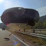 6月10日のできごと(何の日)【愛知・東名高速】車が分離帯越えバスに衝突