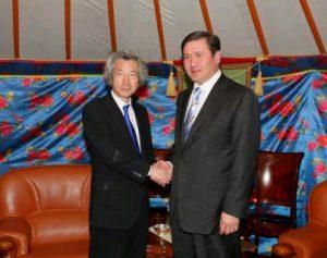 8月11日は何の日【小泉純一郎首相】モンゴル大統領と会談