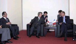 10月8日は何の日【小泉純一郎首相】仏・シラク大統領と会談