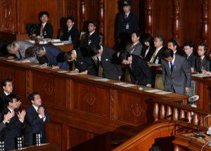 10月8日は何の日【麻生太郎首相】景気対策を優先