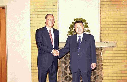 10月22日のできごと(何の日)【森喜朗首相】シンガポール首相と会談