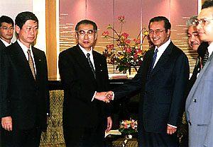 10月19日は何の日【小渕恵三首相】マレーシア・マハティール首相と会談