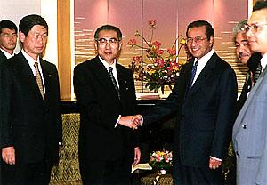 10月19日のできごと(何の日)【小渕恵三首相】マレーシア・マハティール首相と会談