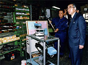 10月18日は何の日【小渕恵三首相】補正予算は11月末に提出