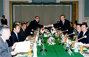 10月23日は何の日【小渕恵三首相】韓国・金鍾泌首相と会談