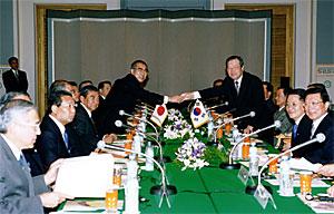 10月23日のできごと(何の日)【小渕恵三首相】韓国・金鍾泌首相と会談