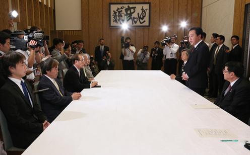 10月26日のできごと(何の日)【野田佳彦首相】拉致被害者家族と面会