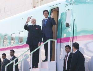 11月12日は何の日【安倍晋三首相】インド首相に新幹線をアピール