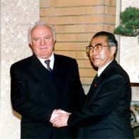 3月4日のできごと(何の日)【小渕恵三首相】グルジア大統領と会談