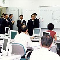 7月5日のできごと(何の日)【小渕恵三首相】職業訓練施設を視察